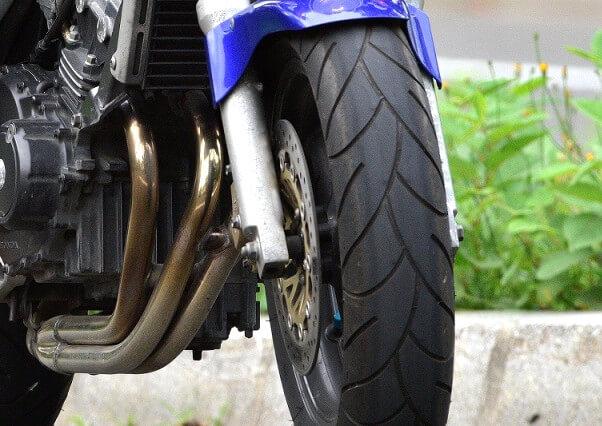 バイクを安全に乗り続けるために知っておきたい!タイヤ交換のサインとは