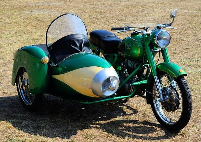バイクは二輪なのになぜ「単車」と呼ぶの?